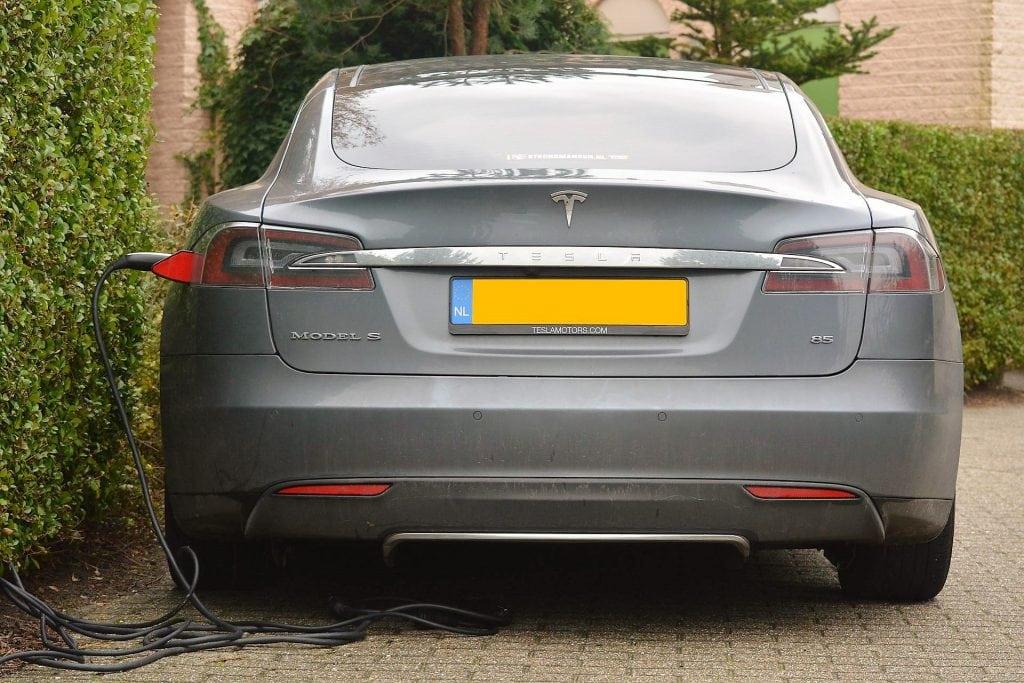 Tesla električni auto